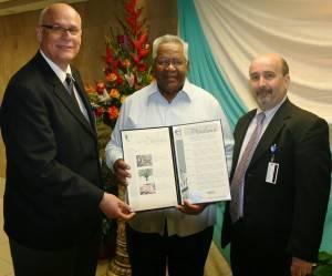 De izquierda a derecha: Edward Rivera Santiago, Presidente de la Junta de Directores Marcelo Trujillo Panisse, Alcalde de Humacao y José Feliciano, Director Ejecutivo del Hospital Ryder