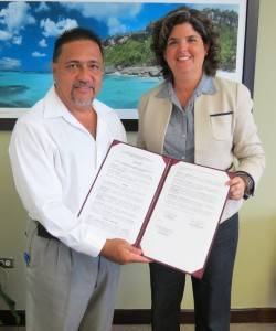 Sec. DRNA, Carmen Guerrero y Alcalde de Maunabo, Jorge Márquez (Foto suministrada)