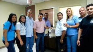 (Edgar Casanova director del Cuerpo de Emergencias Médicas del Municipio de Yabucoa, al lado izquierdo del alcalde Rafael Surillo Ruiz y paramédicos de Yabucoa.)
