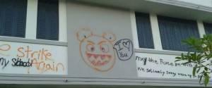 (La escuela ha sido vandalizada en tres ocasiones)