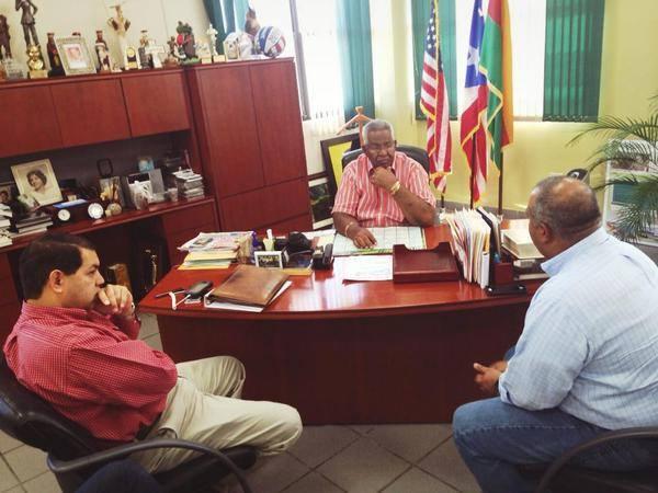 (Secretario DTOP junto a Alcalde de Humacao)