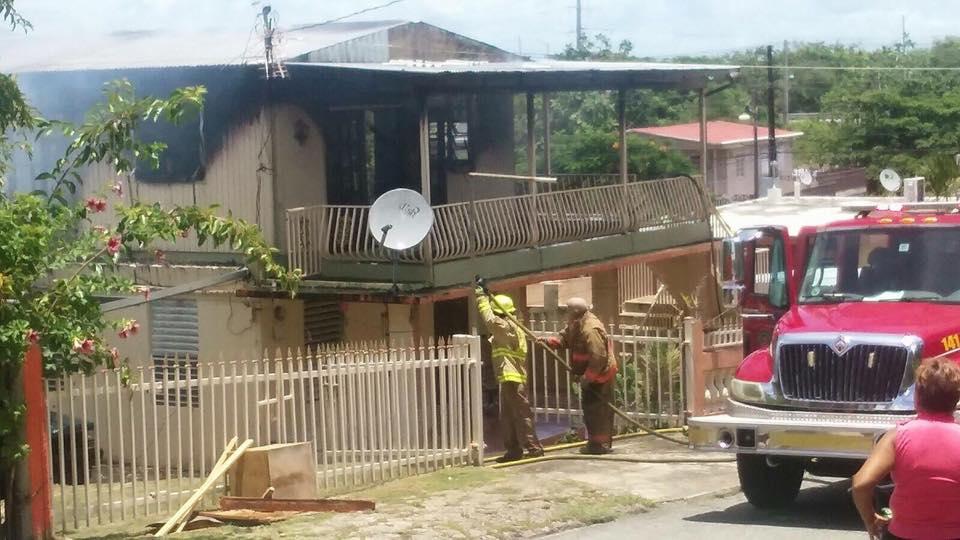 casa-incendio-Humacao-Junquito
